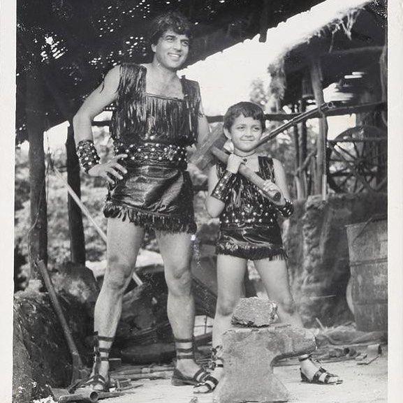 bobby deol in dharam veer in childhood age