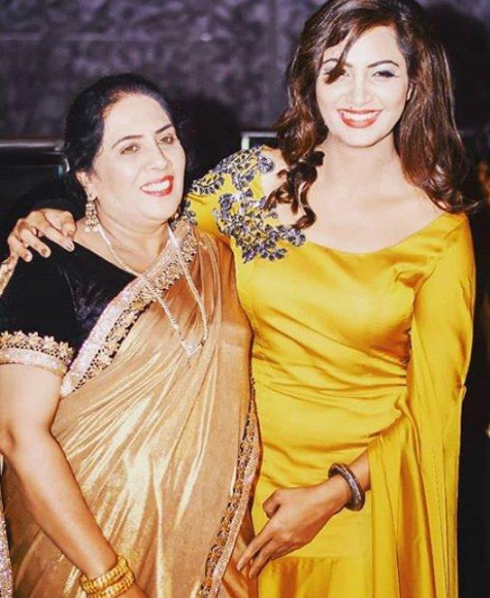 Arshi Khan with Mother Nadira Khan