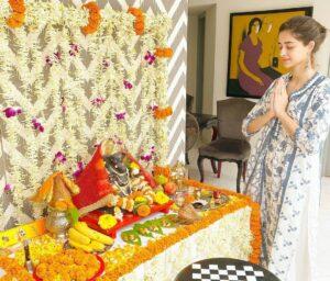 Ananya Pandey worship