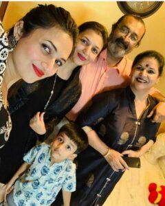 Divyanka Tripathi with family