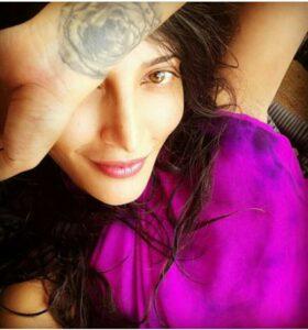 Shruti Haasan  Rose Tattoo on her Hand