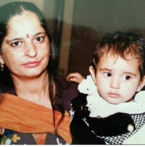 Childhood pic of Disha  with her mother