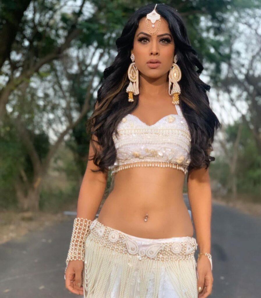 Nia Sharma pierced navel