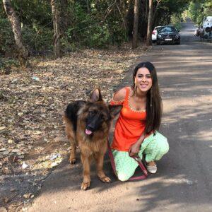 Nia Sharma pet