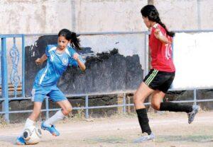 Shah Rukh Khan daughter football