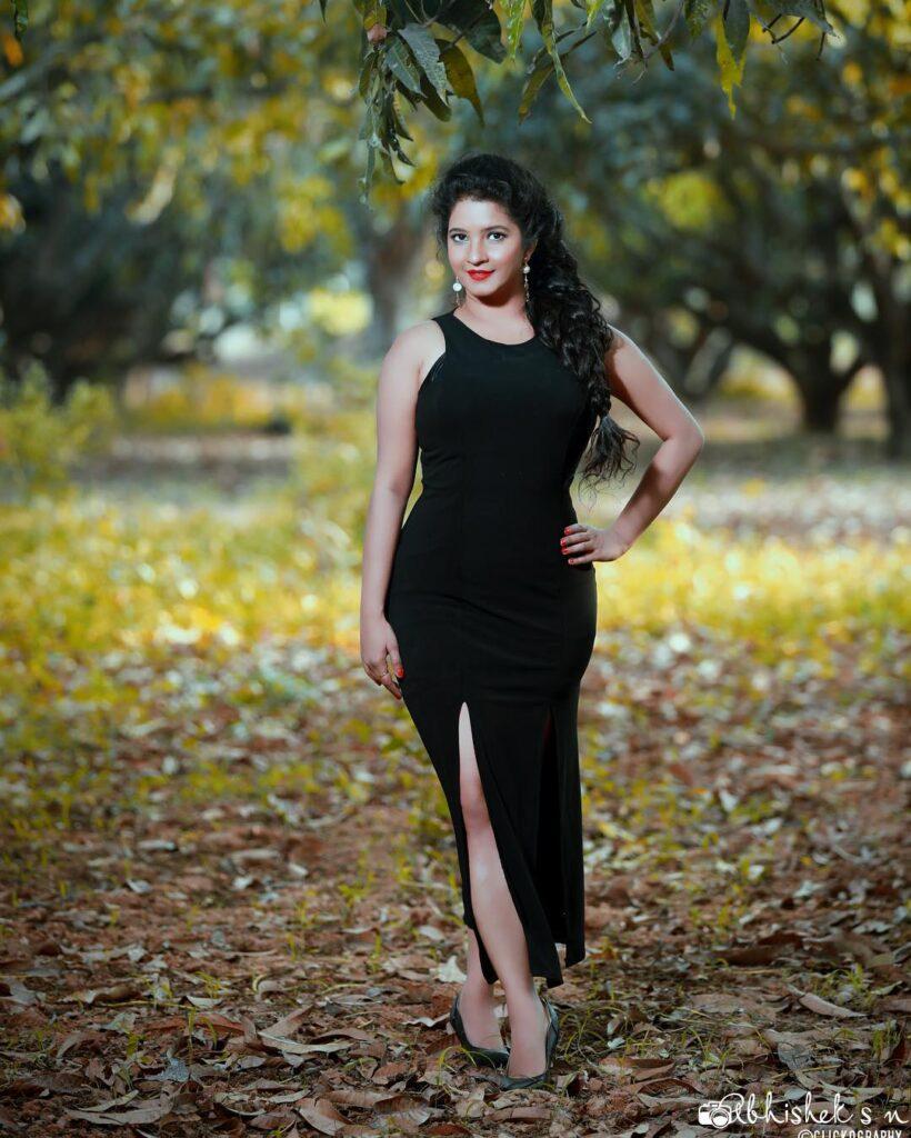 Shubha Poonja fitness figure size