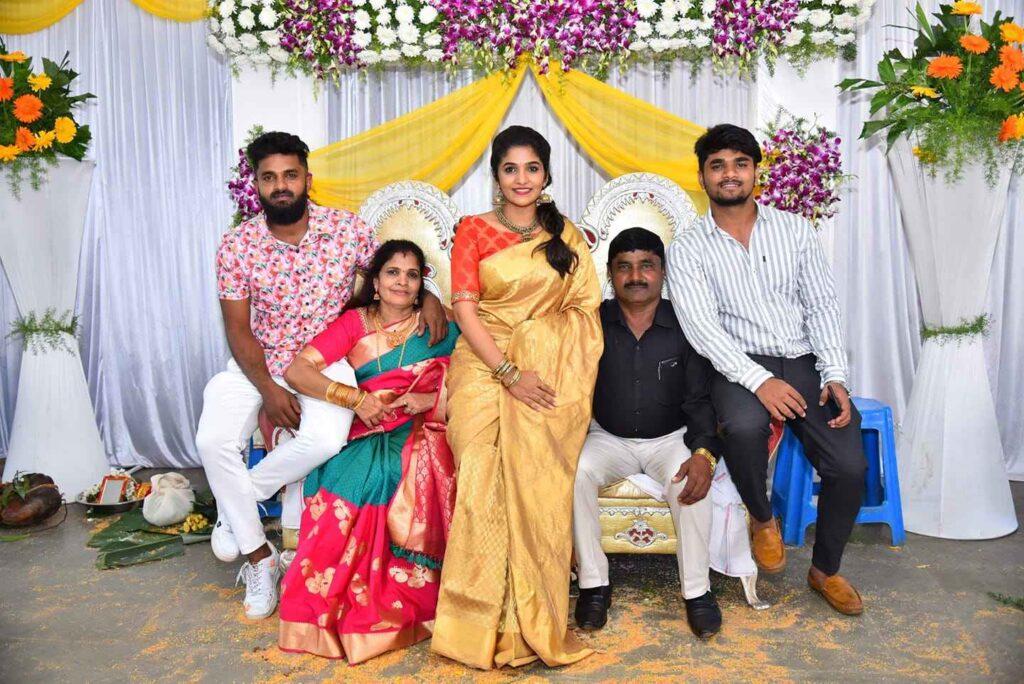 Divya Uruduga parents family