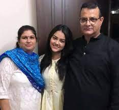Priyal Mahajan family mother parents